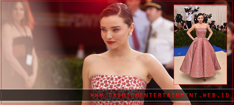 15 Fashion Unik ala Artis Hollywood di Event Met Gala