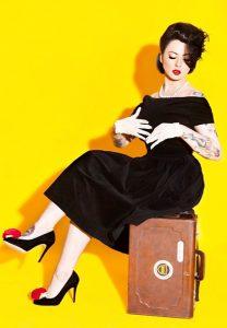 Fashion Unik ala Claudia Adinda, Istri Derbi Romero