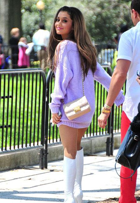 Ide Busana Warna Pastel ala Ariana Grande