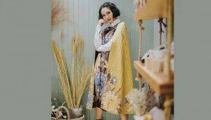 Andien-dengan-Dress-Batik-Modern-Kombinasi